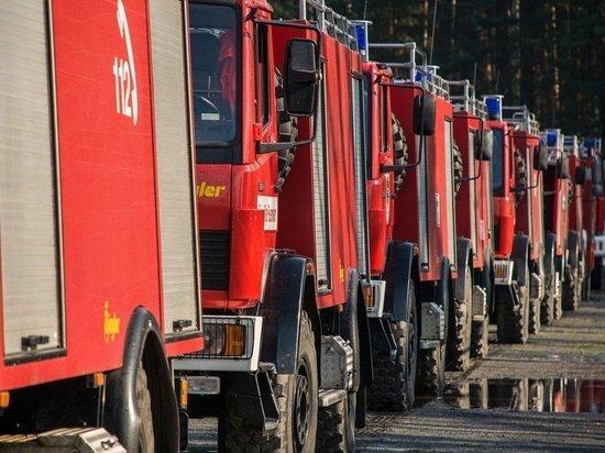 В Томском районе спасатели вывели из горящего дома 15 человек