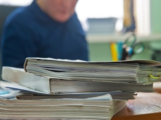 Волгоградского чиновника подозревают в получении крупной взятки