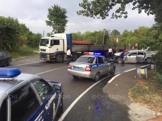 На трассе в районе Сочи из-за аварии ввели реверсивное движение