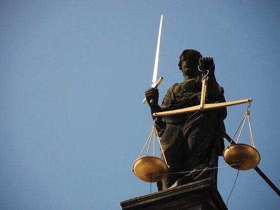 В Томской области завершено расследование дела о крупной взятке судебному приставу