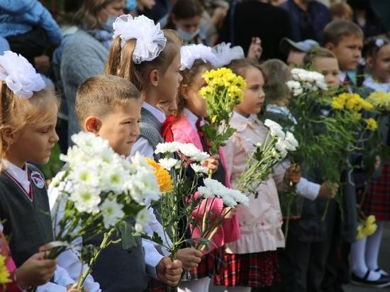 1 сентября: сколько детей в этом году идет в школу в Томске и области