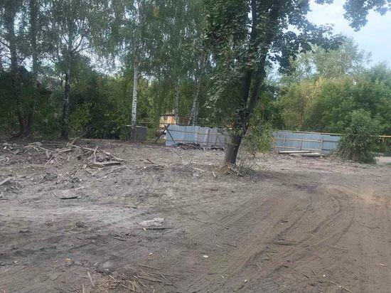Пять аварийных расселенных домов снесли в Ленинском районе