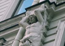 Градозащитники годами добиваются внесения достопримечательностей нашего города в реестр памятников культурного наследия КГИОП, еще дольше — начала их восстановления