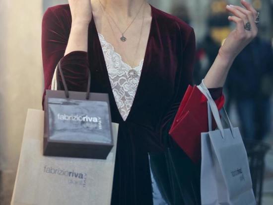 В Курске 35-летняя грабительница отняла у девушки на улице пакет