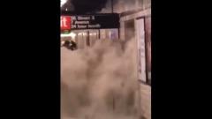 Метро в Нью-Йорке утонуло из-за ливней: видео