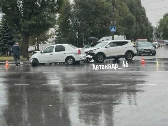 В Курске в массовом ДТП на проспекте Дружбы пострадала пассажирка «Жигулей»
