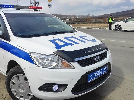 Колесо на ходу оторвалось у грузовика в Магадане: пострадала девушка-пешеход