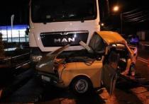 В Адыгее столкнулись грузовик и отечественная легковушка
