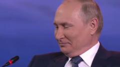 Путин, смеясь, признался в отсутствии мобильного телефона: видео