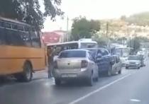 В районе Сочи из-за тройного ДТП образовалась большая пробка