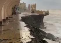 В курортном посёлке под Сочи штормом смыло набережную