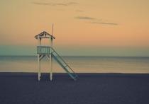 Из-за шторма в Сочи закрыли для купания пляжи