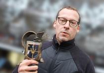 На 29-м фестивале «Окно в Европу», завершившемся в Выборге,  главную награду в игровом конкурсе получила картина «Продление жизни», снятая  живущим в Лондоне непрофессиональным режиссером и венчурным инвестором  Дмитрием Фальковичем