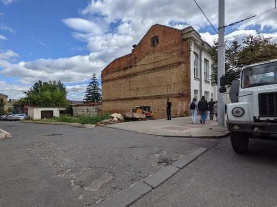 В Курске прекратила свое существование прославившаяся стена на улице Ленина, 77