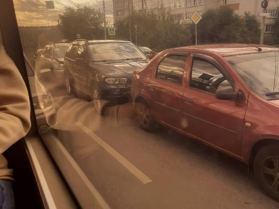 В Курске на улице Кавказской случилось массовое ДТП