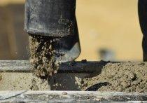 В Рязани строители сливают цемент в ручей Быстрец