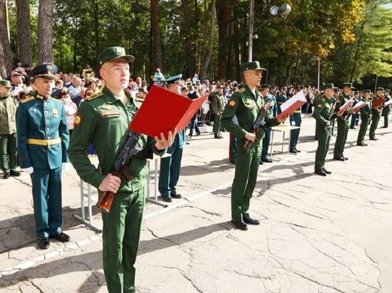 Пятьсот новых курсантов-ракетчиков приняли присягу в Серпухове