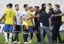 Центральный матч отборочного турнира чемпионата мира по футболу между сборными Бразилии и Аргентины был прерван всего через 7 минут после начала. Аргентинские футболисты устроили потасовку, а потом покинули поле.