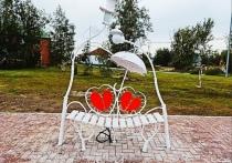 Скамья примирения и дерево любви: «Уголок влюбленных» появился в Уренгое