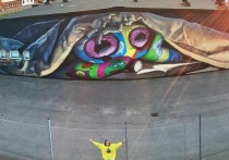 Калужская художница Вейсбрут создала мурал в порту Хельсингборга