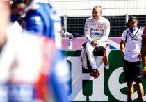 В «Формуле-1» обостряется не только борьба за чемпионство, но и конфликт внутри команды «Хаас», за которую выступают Никита Мазепин и Мик Шумахер. Россиянин не поделил трассу на этапе Гран-при в Нидерландах с сыном легендарного гонщика Михаэля Шумахера, за что моментально был раскритикован дядей Мика и некоторыми экспертами. «МК-Спорт» расскажет, что случилось.