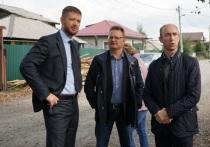 Спортплощадку в посёлке Ермаковка посетили спикер думы Иркутска Евгений Стекачёв и депутат Алексей Савельев