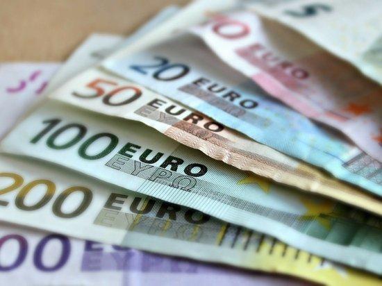 Нижегородка вывела за рубеж валюты на 64 млн рублей