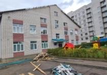 Рабочий погиб во время ремонта крыши детского сада в Великих Луках