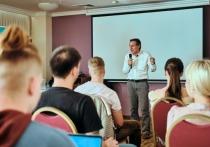 Учителя лишились свободы: российский эксперт в области образования рассказал в Красноярске о проблемах педагогов