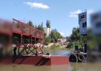 Мост закрыли в прошлом году из-за затонувших понтонов, реконструкция объекта началась в июле 2021-го