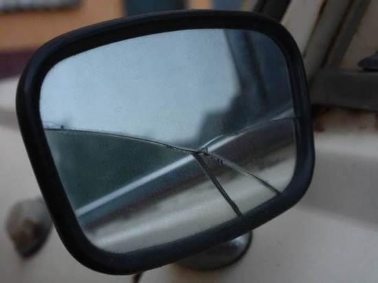 В опрокинувшейся «Приоре» на волгоградской трассе пострадали 2 человека