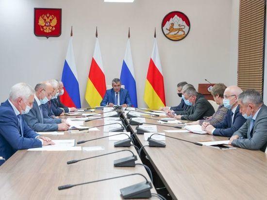 Меняйло поручил начать диспансеризацию жителей Северной Осетии