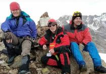 Альпинисты из ЛНР установили в Приэльбрусье мемориальную табличку