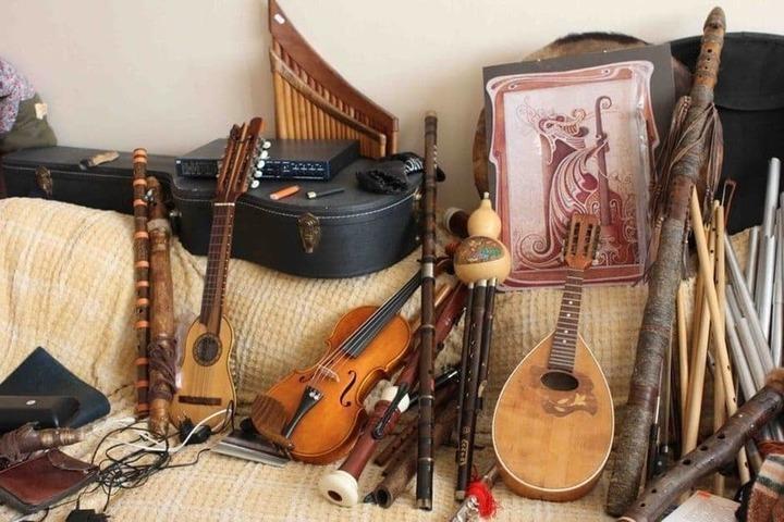 Чухломская музыкальная школа получит в дополнение к большому экрану музыкальные инструменты