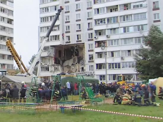 """""""Бросай за диван!"""": малышки чудом выжили при взрыве дома в Ногинске"""