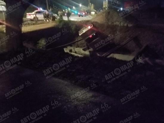 В Курске при падении в Тёплый канал автомобиля ВАЗ ранены два человека