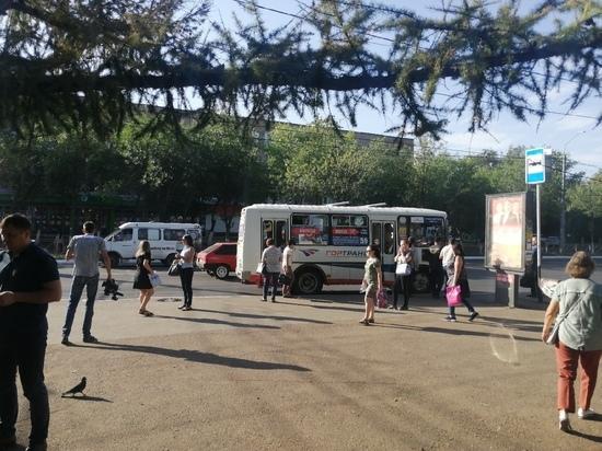 Оренбуржцам приходится долго ждать нужный автобус