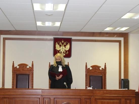 По словам свидетелей, пакеты с печеньем и листовками привозили люди кандидата в Госдуму от «Единой России»