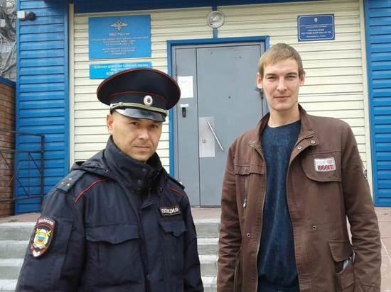 В Томской области участковый полиции и стажер опознали подозреваемого в краже по видео