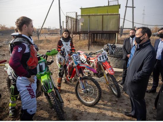 Глава Якутии встретился с мотоклубом города Удачный