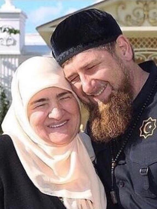 Для эмигрантов Чечни объявили конкурс на лучшее изображение семьи Кадыровых