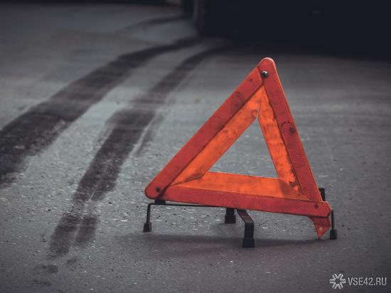 Две легковушки столкнулись на оживлённом кемеровском перекрёстке