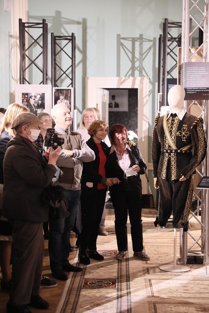 В «Геликон-опере» открыли выставку о знаменитом оперном певце Георге Отсе