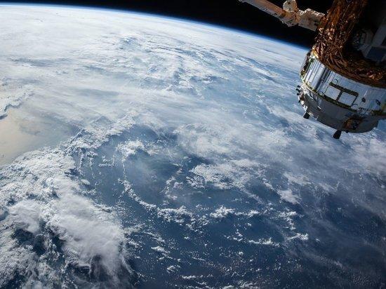 Российские ученые  впервые отправили в открытый космос землю