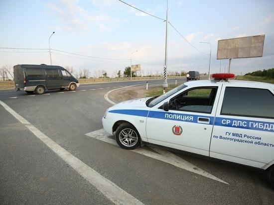 Под Волгоградом высаженный из автобуса дебошир напал на полицейских