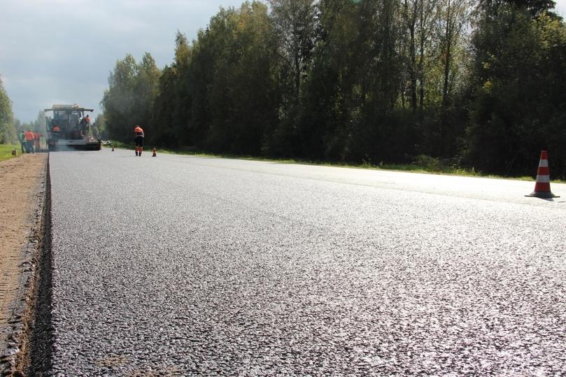 В Псковском районе на Гдовской трассе завершают укладку асфальта , фото-2