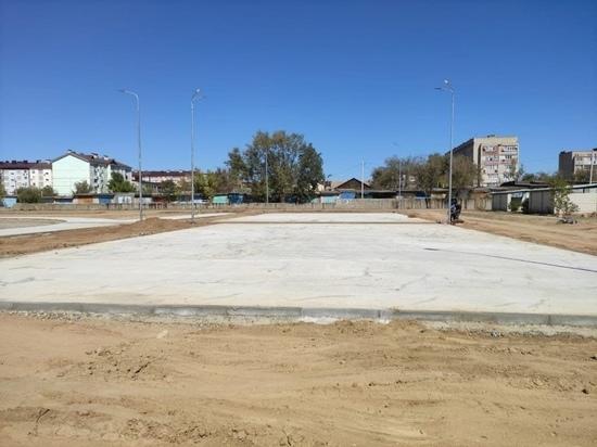 В столичной школе Калмыкии продолжается строительство крупного спорткомплекса