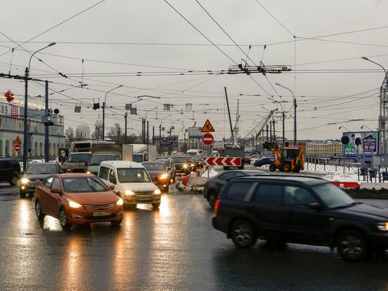 Комтранс назвал причину заторов на дорогах Петербурга