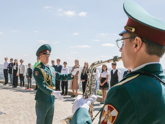 Оркестр Росгвардии выступил на церемонии вручения паспортов в Пятигорске