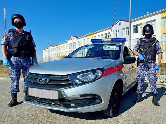 В Евпатории нетрезвый водитель протаранил забор школы и скрылся